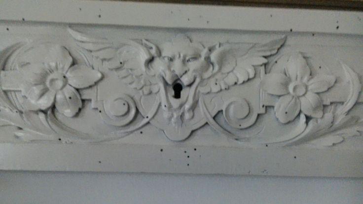 Decorazione -sovraporta -shabby chic-vintage-antico-arredamento casa-bianco-recuperato-legno intagliato-legno noce-pezzo unico di lovelymore su Etsy