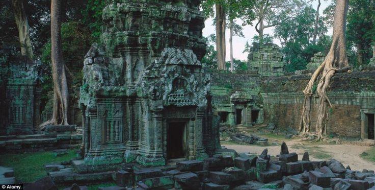 Храмы Ангкор-Ват в Камбодже стали туристической достопримечательностью благодаря необычной форме древних деревьев,растущих среди руин