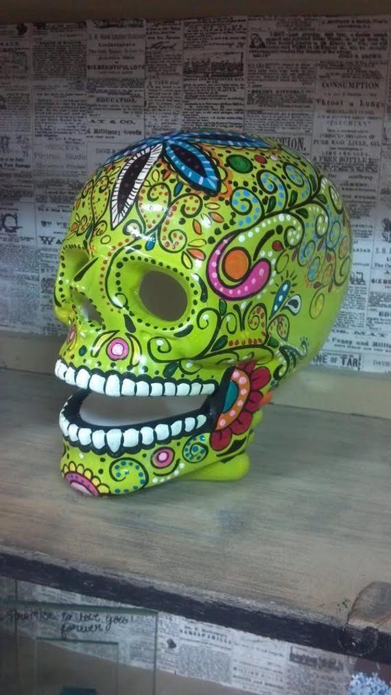 Articoli Simili A Ceramic Hand Painted Lifesize Lighted Skull Su Etsy Sugar Skull Artwork Sugar Skull Art Sugar Skull Costume