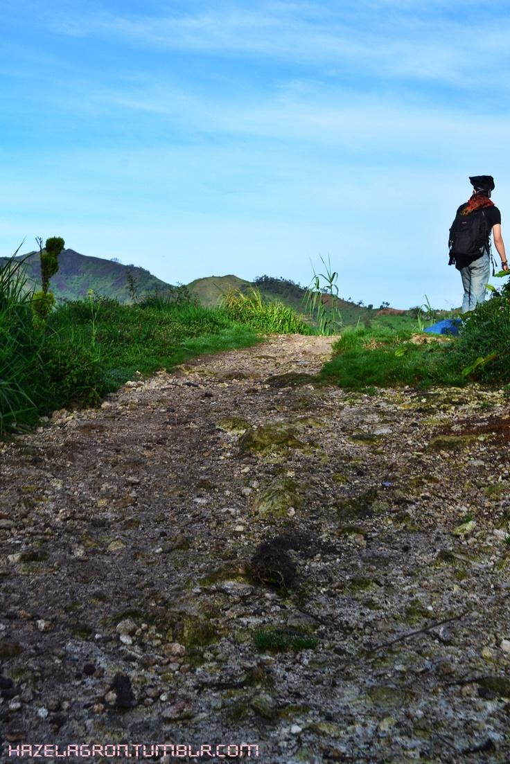 the path. Sikunir Hill, Indonesia
