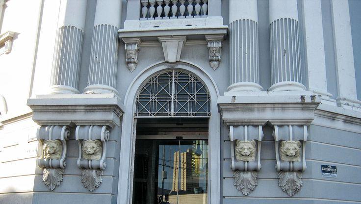 Detalhe da fachada do prédio da Secretaria da Fazenda do ...