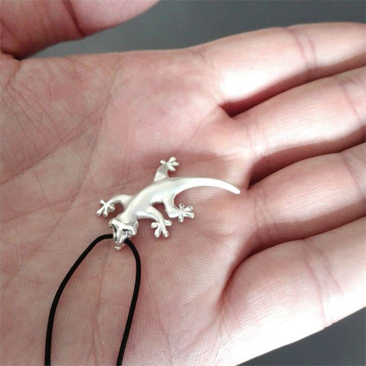 Lizard Silver Pendant - Shop OnLine ! #lizard #gecko #lizardjewelry #geckojewelry #lizardnecklace #geckonecklace #lizardpendant #geckopendant #silverlizard #silvergecko #naturegift #spikyleaves #ioannissfeliniotis