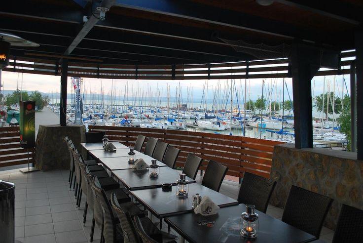 Az Alka Apartman egy 4 perces sétára fekszik a Napfény strandtól, a Balaton partján. Balatonlelle pályaudvara 500 méterre helyezkedik el.