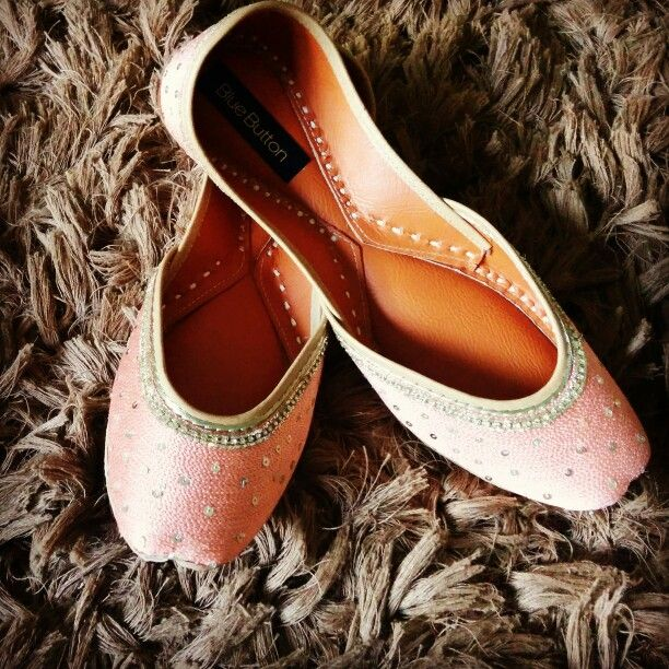 Juttis in pink and gold