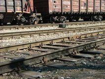 Vagões de trem de  carga estacionados em entreposto