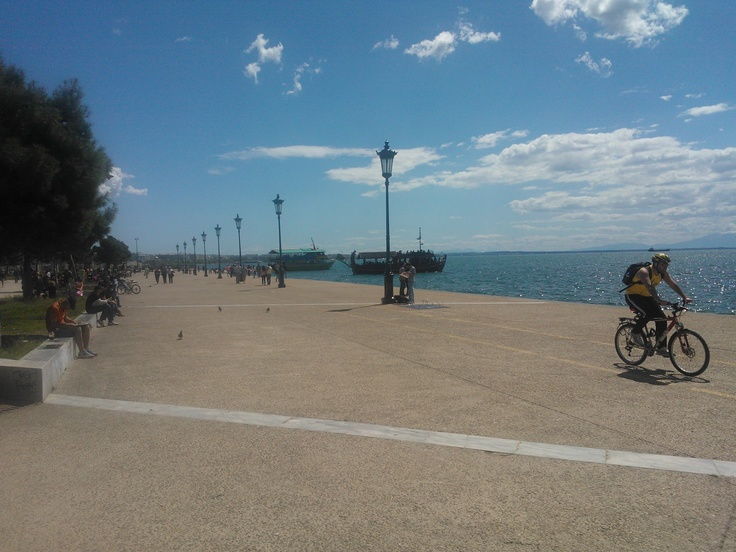 Saturday morning on my bicycle, riding downtown for a cup of coffee. It is so nice to live near the sea...