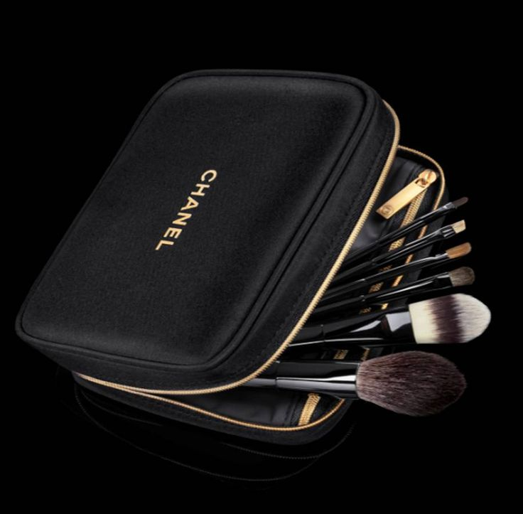Chanel make-up brushes & bag: can I take you home now please?