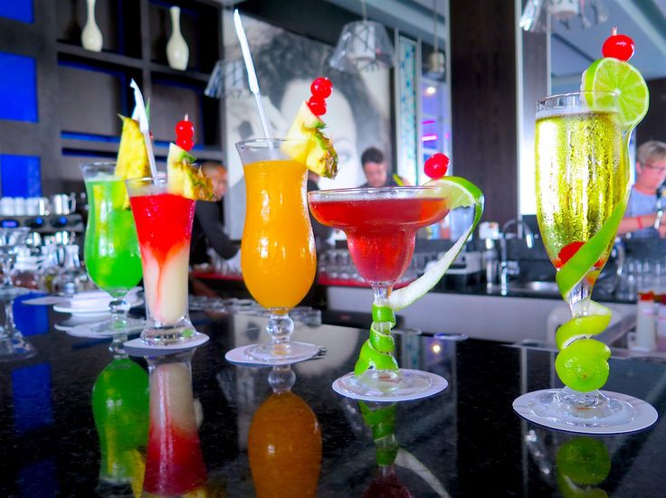 Cocktails at La Güira lobby bar ar Riu Republica, All Inclusive Hotel in Punta Cana, Dominican Republic ©MRNY