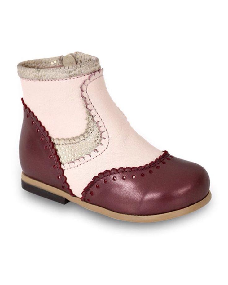 Bordo Deri Yandan Fermuarlı Kız Çocuk Bot 160.00 TL 21-22-23-24-25  numaralar  Bebbini modelleri yüksek kalite hakiki dana/keçi derisi kullanılarak %100 el işçiliği ile üretilmektedir.   Modellerimiz bebek/çocuk ayak anatomisine uygun olarak hazırlanmaktadır.   Ayakkabılarımızın topuk bölümünde kullanılan yumuşak topuk pedi çocukların yumuşak bir zemine basarak ayaklarının rahat etmesini sağlamaktadır.   Ürünlerimizde domuz derisi ya da suni malzeme kesinlikle kullanılmamaktadır…