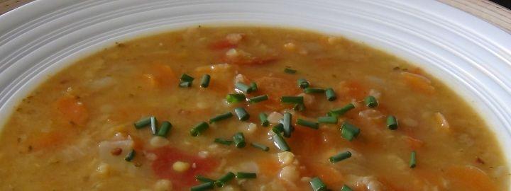 Vydatná rychlá polévka z červené čočky *