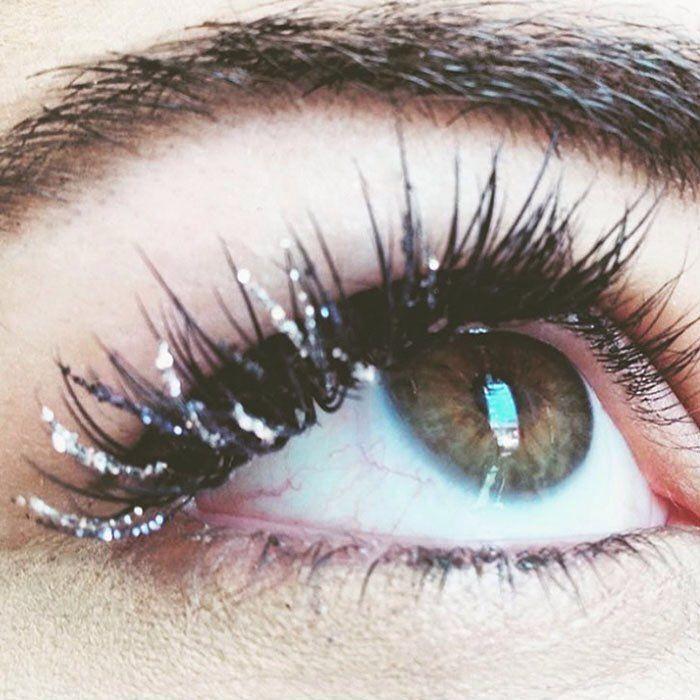 Eyelash extension fill in glitter and black by @beautybylinet #lashlove #lashartist