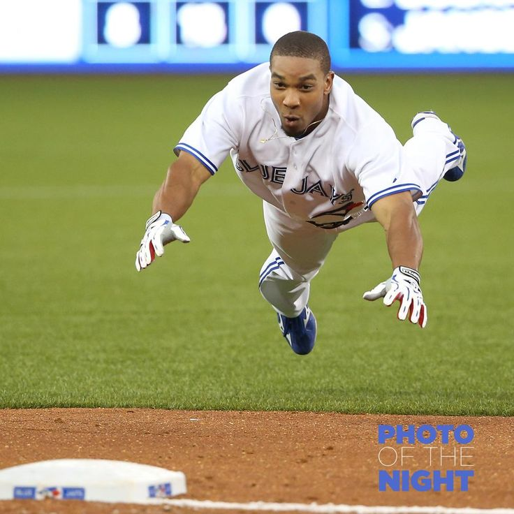 Jays' Ben Revere dives safely into 3rd base against the Minnesota Twins