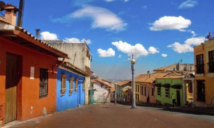 Esta es la calle de Alegrias Hostel, La Candelaria Bogota, Colombia https://www.alegriashostel.com