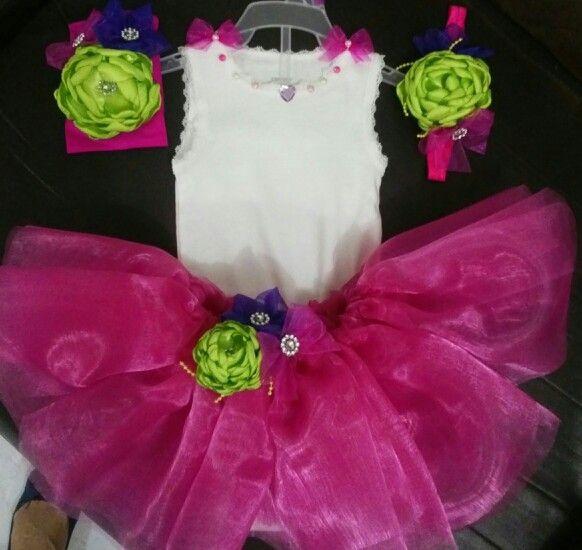 Conjunto de tutu, pañalero y tiara elaborado 100% a mano por Tip's Mom