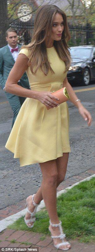 Hannah Davis brings glamour to White House Correspondents' dinner #dailymail