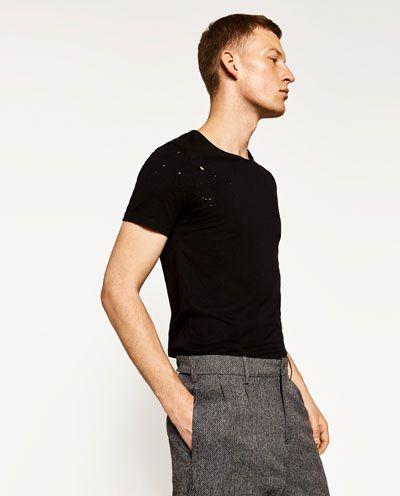 РАСПРОДАЖА | Мужские футболки сезона весна – лето | ZARA Российская Федерация