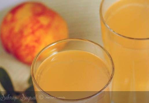 OSMANLI USULÜ ŞEFTALİ ŞERBETİ TARİFİ MALZEMELER 3 kg şeftali (olgun şeftali olması gerekiyor) 3 su bardağı toz şeker 4 su bardağı su 3 adet limon suyu YAPILIŞI - Şeftalilerin kabukları akşamdan soyulup küp küp doğranır ve ağzı kapalı bir kaba alınır. - Üzerine 1 su bardağı tozşeker ve 2 limon suyu eklenir. Kabın ağzı kapanıp bir gece boyunca serin bir yerde dinlendirilir (ben yaz sıcaklarında buzdolabında dinlendirmiştim ama şerbetin yapımında zorlandım desem yalan olmaz :)) - Ertesi gün…