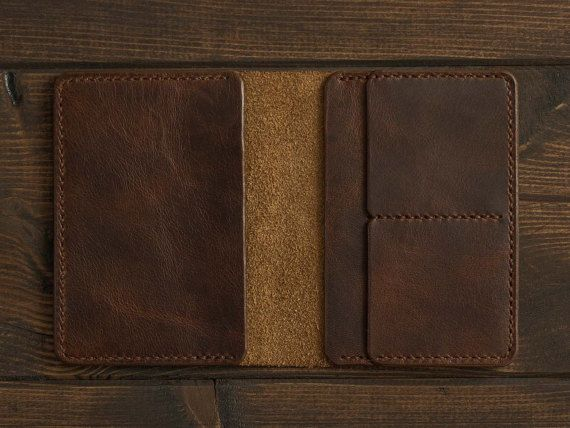 This classic wallet is designed for drivers who want to have all the necessary documents at hand. We have prepared a place for a registration certificate, driving license, bank cards and cash. It will accommodate up to six cards and made of natural Horween leather.