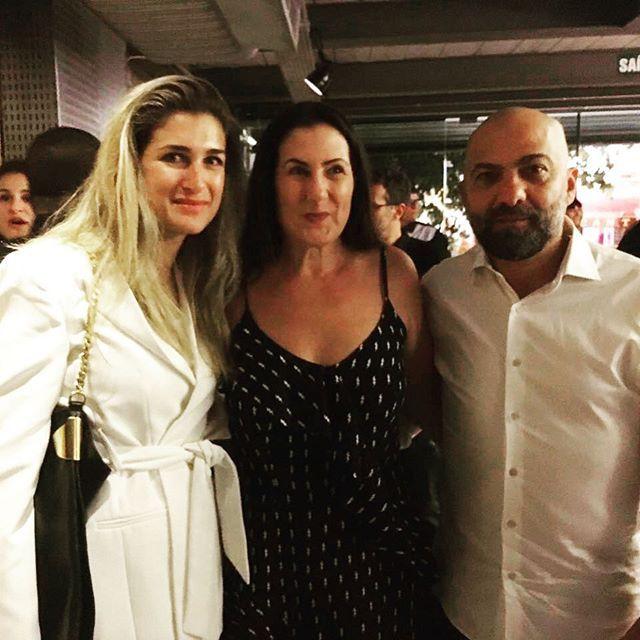 Agora em São Paulo acontece um jantar que celebra o relançamento da grife @zoompbrasil pelas mão de Valéria e Alberto Hiar. Na foto o duo com a diretora de moda da @voguebrasil @barbaramigliori. Os detalhes da empreitada você descobre na edição de fevereiro da revista. Fique de olho! #zoomp #moda  via VOGUE BRASIL MAGAZINE OFFICIAL INSTAGRAM - Fashion Campaigns  Haute Couture  Advertising  Editorial Photography  Magazine Cover Designs  Supermodels  Runway Models