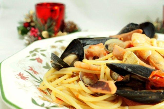 Spaghetti met zeevruchten recept van een schotel geliefd