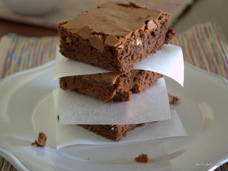 Σοκολατένια Μπράουνις με Καρύδια (demideli.com)