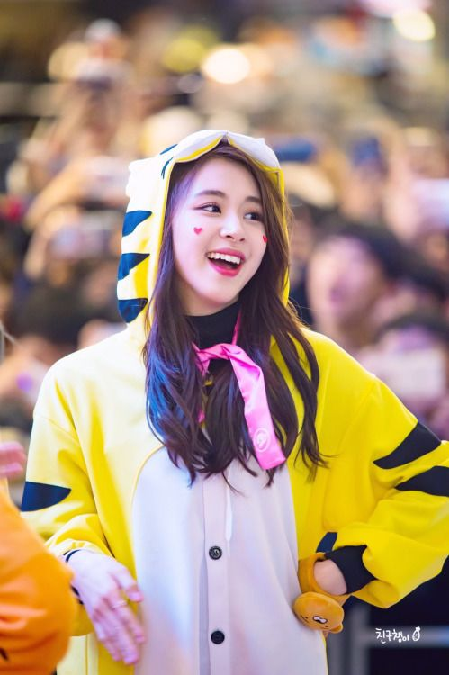 Its still April 22 here but .. Advanced happy Chaeyoung day :)