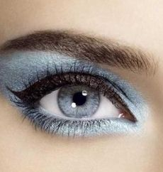 blue smoky eye: Baby Blue, Make Up, Eye Colors, Winter Looks, Beautiful, Blue Eye Makeup, Blue Eyes, Eyeshadows, Eyemakeup