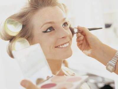 How to Become a Successful Freelance Makeup Artist. I need to step my Makeup business.