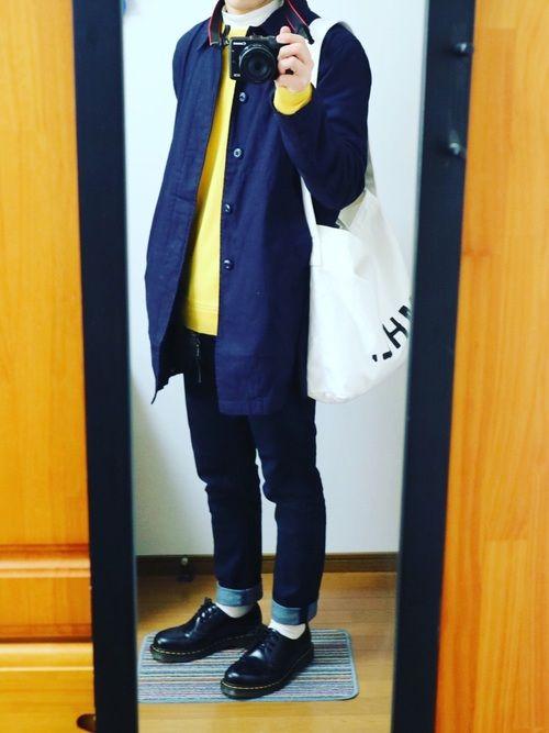 ステンカラーコート×黄ニット×デニム