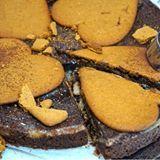 """En grymt god pepparkakskladdkaka med cheesecakefyllning. Kanske kan vara nåt till helgen och 1a advent👏 Detta recept och mycket mer hittar du på www.victoriasprovkök.se sök """"Pepparkakskladdkaka med cheesecakefyllning"""" i sökfunktionen för att hitta receptet. #pepparkaka #jul #kladdkaka #sweet #choklad #chocolate #fika #inmykitchen #bakblogg #bakbloggare #sweden #sverige #örebro #influencer #jultips #julinspiration"""