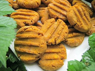(gluten, wheat and dairy-free, vegan, vegetarian) peanut butter pumpkin dog treat/biscuit recipe