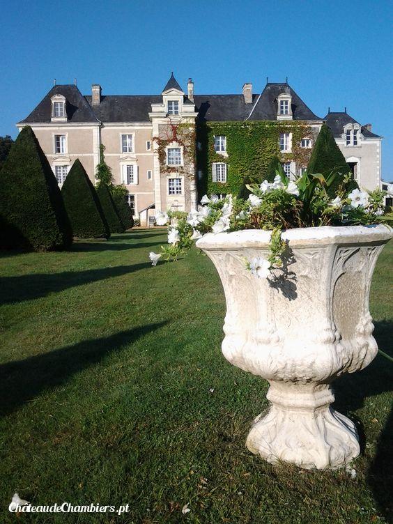 Ce matin au Château de Chambiers #french #castle #chateau #unique  http://www.chateauchambiers.com/jardins-foret-durtal-chateau-anjou/