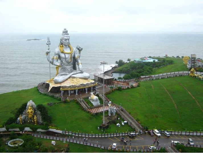 """""""Murudeshwara, a town in the Bhatkal Taluk of Uttara Kannada district in the state of Karnataka. It is the second tallest statue of Lord Shiva.""""   Photo shared by Ms Palak Palpal. #CoxandKings"""