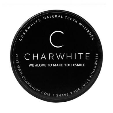 La poudre naturelle blancheur des dents Charwhite blanchit nurellement vos dents tout en assainissant votre bouche.