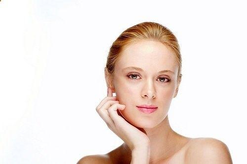 La gimnasia facial: ejercicios para evitar flacidez en la cara Cuando la mayoría de personas piensa en hacer ejercicios, se trae a la mente la actividad física que se realiza para esos grandes músculos del cuerpo: muslos, glúteos, bíceps, tríceps, abdominales, entre otros.