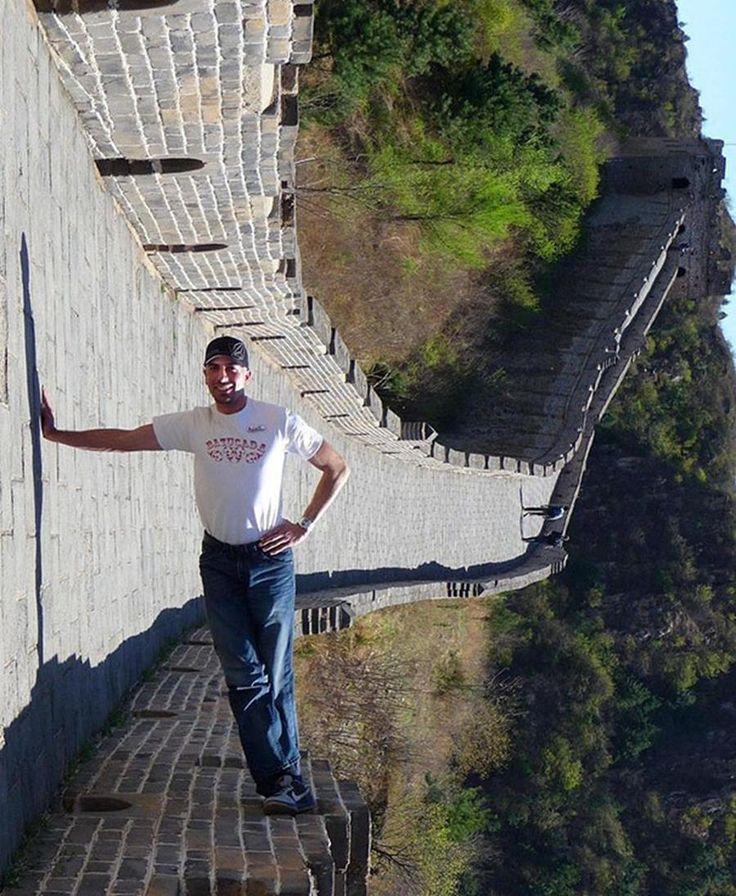 homme debout sur la muraille de Chine