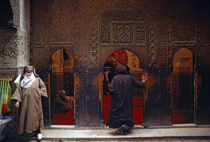 Best places to visit in morocco. Fes to Marrakech tour a very rich classic tour, to spend a few nights in desert camps. your travel to the desert will be very rich in term of culture, people, history, and wildness.