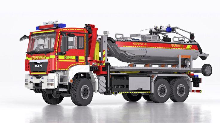 LEGO MAN TGS Hooklift Truck with Boat - Wechselladerfahrzeug mit Boot