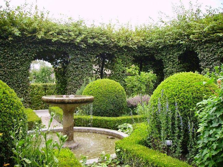 Jardin des cinq sens yvoire contemporary gardens for Jardin des 5 sens yvoire