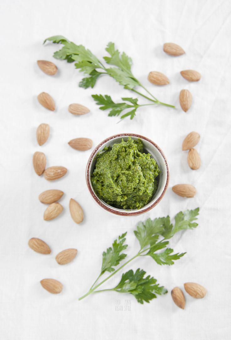Simple parsley and almond pesto (vegan)