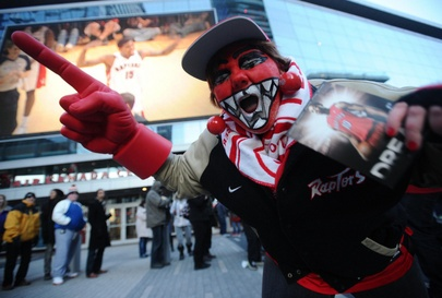 Toronto Raptors fans hungry for 100 point-pizza promo