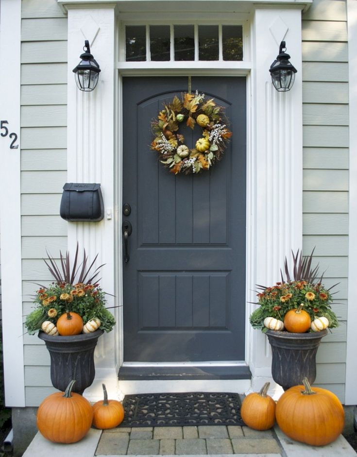 Top Best And Most Beautiful Fall Front Door Decorating Ideas (35+ Best Pictures) http://goodsgn.com/design-decorating/best-and-most-beautiful-fall-front-door-decorating-ideas-35-best-pictures/