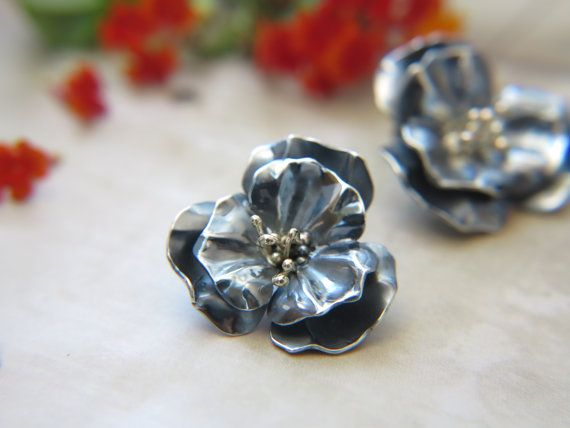 Silver flower earrings  Stud earrings  Unique by NPSilverStudio #earrings #flowerearrings #silver #studearrings #floralearrings #flowers #elegant #fashion #vogue