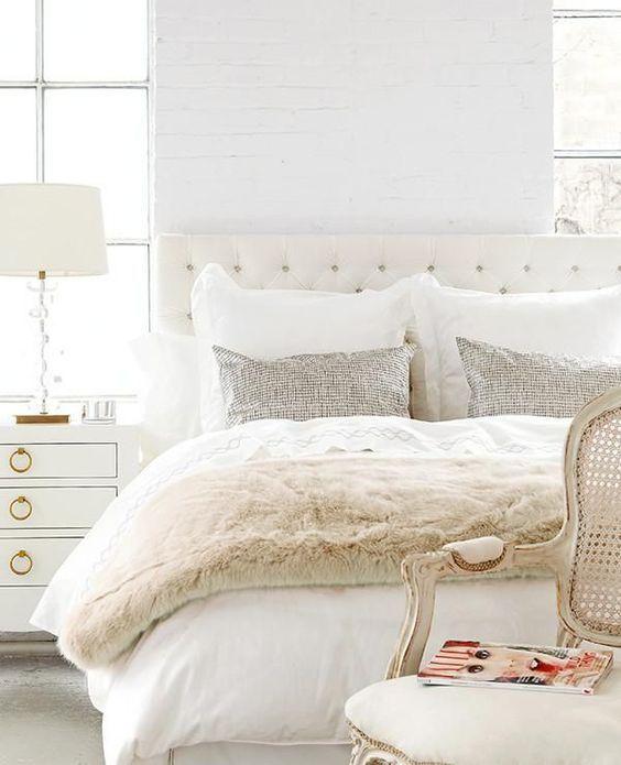 White and Ivory - bedroom decoration/inspiration #inspirationen #schlafzimmer #dekoration #weiß #beige