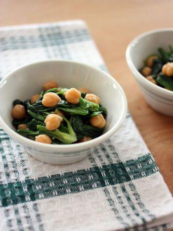ホウレンソウとひよこ豆のガーリックサラダ