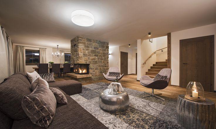 Spacious lounge area #apresski #luxurychalet #largechalet #stanton