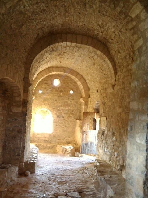 Interior de la ermita dedicada a San Bonifacio y a Santa Quiteria de Montfalcó, siglo XI, Huesca, Spain