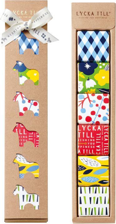 """モロゾフバレンタイン商品の「LYCKA TILL(リッカテイル)」をご紹介いたします。「リッカテイル」は、大人のための、お洒落でキュートな北欧に伝わるしあわせの木馬""""ダーラナホース""""が大切な人のもとへあたたかな想いを運びます。"""