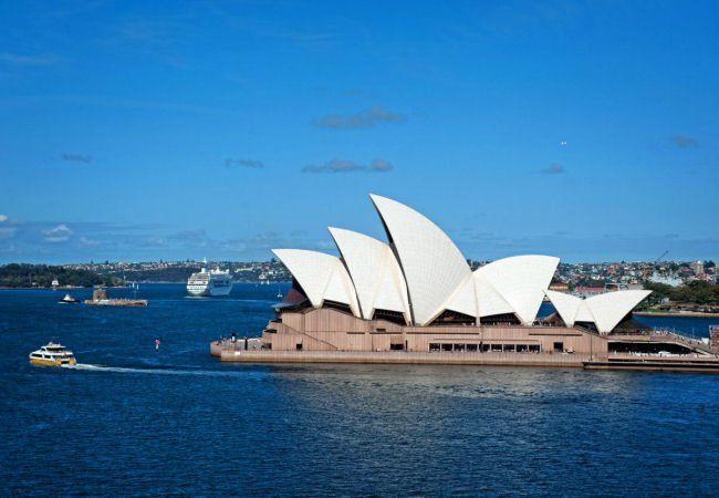 Honeymoon in Australia; a top 10 'must see' - visit Sydney