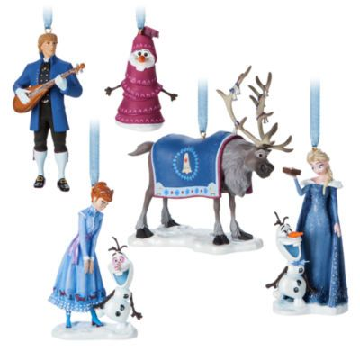 Turn your home into a wintery wonderland with these charming Olaf's Frozen Adventure hanging ornaments! Crafted to look just like your Frozen favourites, you'll love our characterful designs!